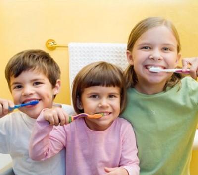 5 consejos para que los niños se cepillen bien los dientes