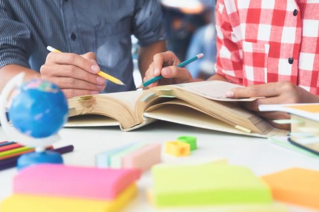 ¿Época de exámenes? Podría afectar a tu salud bucodental