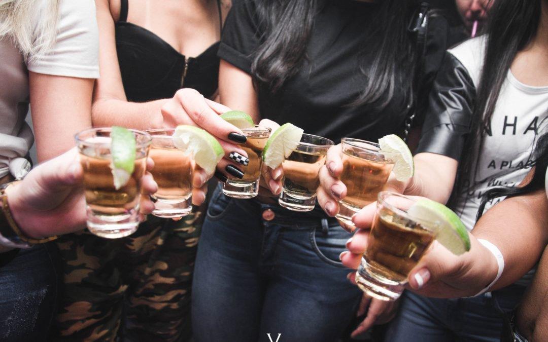 Beber alcohol, el peor enemigo de la salud bucodental