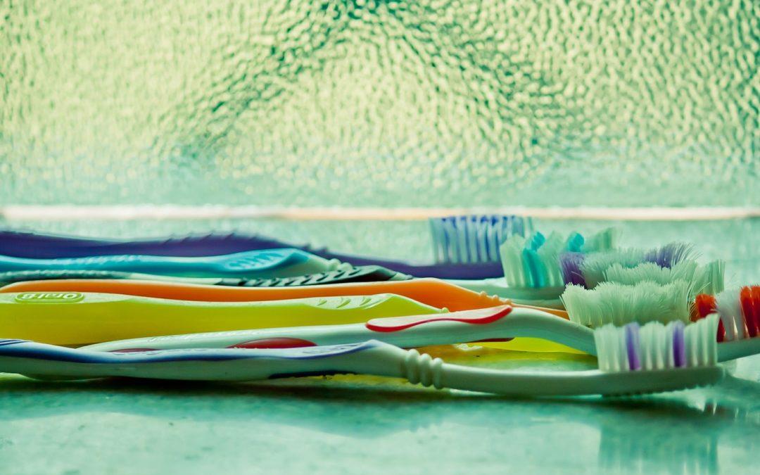 ¿Cada cuánto tiempo debo renovar mi cepillo de dientes?