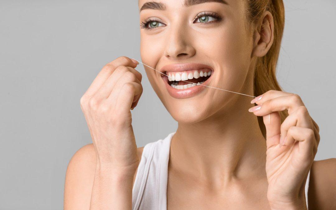 El hilo dental te ayuda a eliminar más del 80% de la placa bacteriana