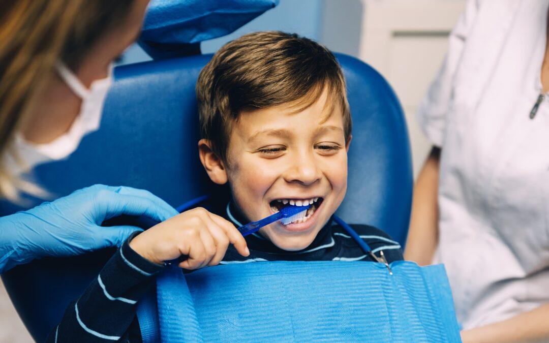 ¿A qué edad debe ir un niño al dentista?